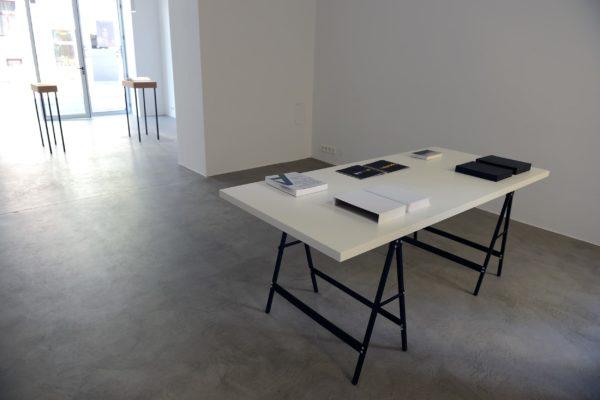 2 Bücher Ausstellungsansicht